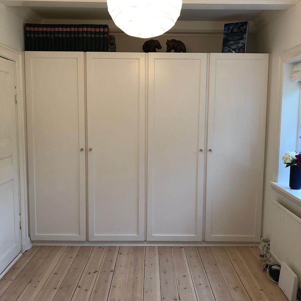 Indbygget garderobe med specialbyggede låger