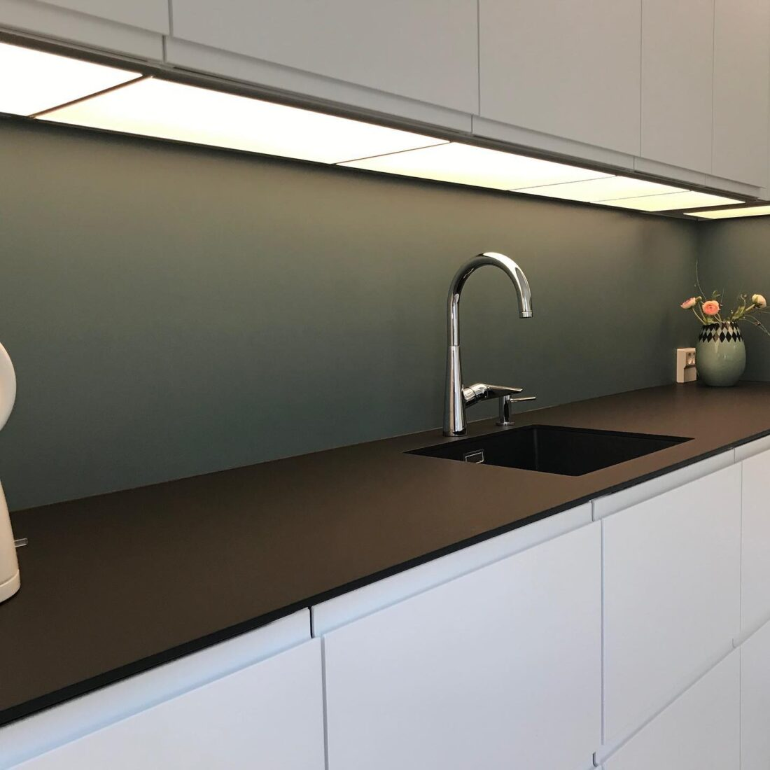 IKEA køkken gjort indbygget og installeret LED lys