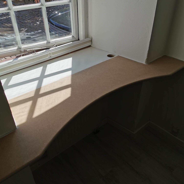 Speciallavet på mål, indbygget og svævende skrivebord